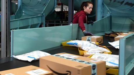 Versandunternehmen wie Amazon in Graben haben durch die Ladenschließung seit der Corona-Krise deutlich mehr zu tun.