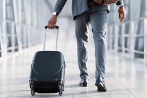 Der Weg zum Flughafen dürfte für Geschäftsreisende in manchen Fällen der Vergangenheit angehören. Erste Unternehmen wollen komplett auf Inlandsflüge verzichten.