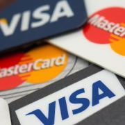 Kreditkarten sind praktisch, aber die Kunden sollten sich schon vor Vertragsabschluss über Modalitäten und Kosten informieren.