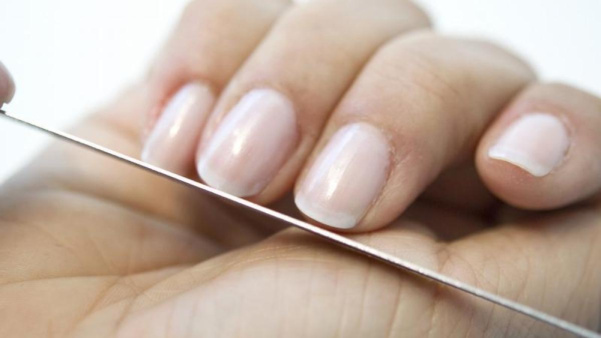 Fingernägel: Was Fingernägel über Krankheiten verraten - Gesundheit ...