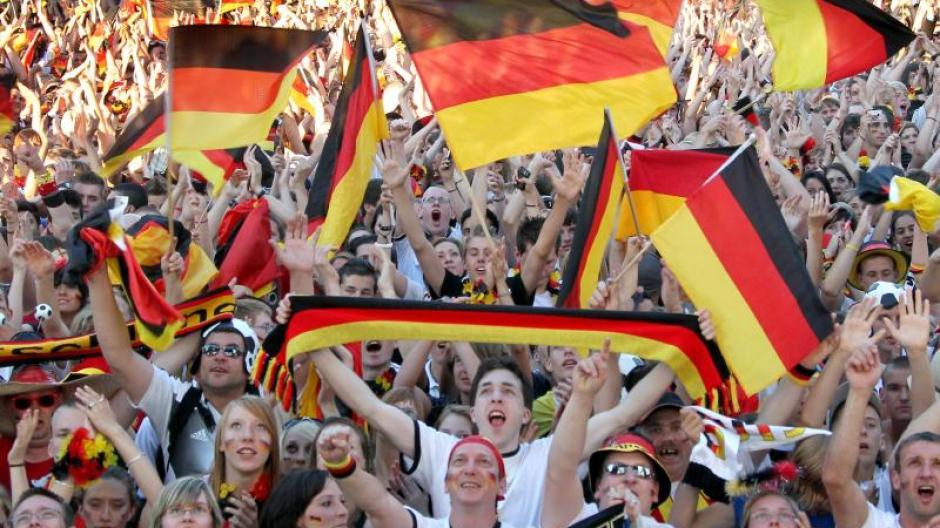 Gesundheit: Menschenmassen und Hitze - So überstehen Fans das Public ...