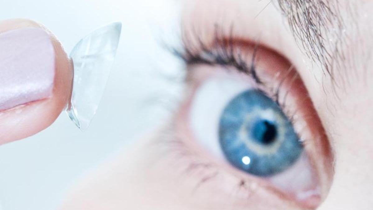 Sehhilfe: Kontaktlinsen können laut Studie Augenschäden verursachen ...