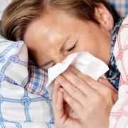Es ist Grippe-Hochsaison und die Grippewelle hat Bayern voll im Griff. Zwischen einer Erkältung und einer Influenza gibt es aber große Unterschiede.