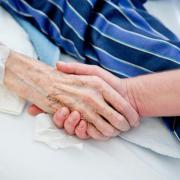 Krebskranke Menschen wollen an die Methadon-Therapie glauben. Doch Ärzte warnen. Foto: Daniel Karmann/dpa