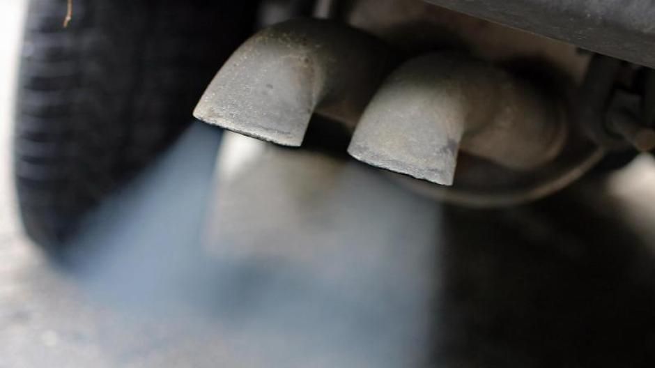 Auch für Abgase von Dieselmotoren im Straßen- und im Bergbau wurden Grenzwerte für den Schutz von Arbeitnehmern festgelegt. Foto: Jan Woitas