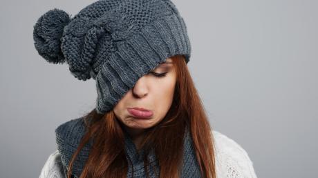 Häufig fühlt man sich im Winter schlapp und müde. Gerade dann sollte man nicht den Kopf hängen lassen, sondern nach draußen gehen und sich zu kleinen Aktivitäten motivieren.