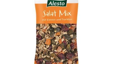 «Lidl» hat den Verkauf der Nuss-Mischung «Alesto Salat Mix mit Kernen und Früchten, 175 mg» vorerst gestoppt. Grund ist eine mögliche Verunreinigung mit Salmonellen.