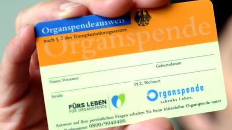 Die Organspende erfährt große Zustimmung, doch die tatsächliche Spendenbereitschaft ist niedrig. Der Bundestag berät über die Neuregelung: Kommt die umstrittene Widerspruchslösung?