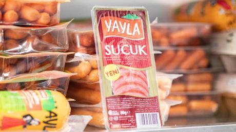 Yayla ist ein Hersteller von Fleischprodukten, die gemäß islamischen Vorgaben hergestellt wurden, also «halal» sind.