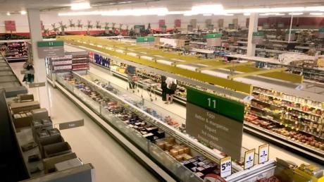 Ein Supermarkt der neuseeländischen Countdown-Kette mit gedimmtem Licht.