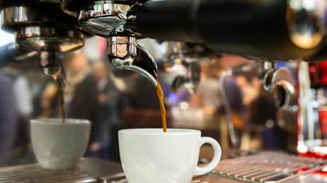 Der schwarz-braune Espresso wird in Italien meisterlich zubereitet. Nun hat eine Gruppe von Wissenschaftlern versucht, dem Geheimnis des Heißgetränks mit Mathematik auf die Spur zu kommen.