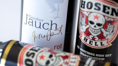 Wein von Günter Jauch oder Bier von den Toten Hosen - Promis platzieren ihre eigenen Produkte bei den Discountern.
