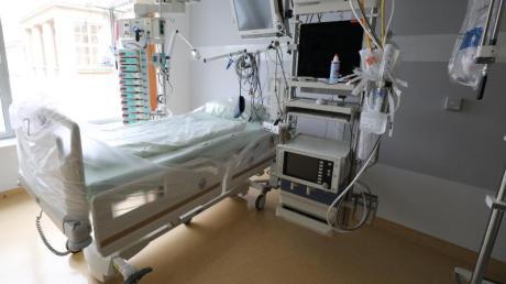 Mit 28.000 Betten für Intensivpatienten verfügt Deutschland über eine vergleichsweise hohe Bettendichte. Allerdings fehlt es in vielen Krankenhäusern an Personal.