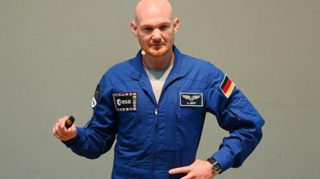 Astronaut Alexander Gerst betont, es gebe durchaus ein sehr wirkungsvolles Mittel, Corona einzudämmen: zu Hause zu bleiben. Damit habe man ein Stück Kontrolle über die Situation.