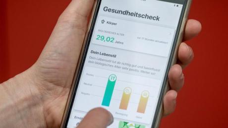 Ab 1. Januar 2021 soll die elektronische Patientenakte als freiwilliges Angebot für alle Versicherten zur Verfügung stehen. Der Bundestag hat nun Regeln für die Funktionen beschlossen.