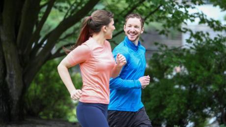 Sport und Bewegung können einer Fettleber vorbeugen.