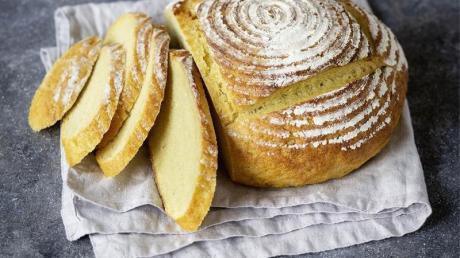 Das portugiesische Maisbrot braucht seine Zeit: Dreimal muss der Teig bis aufs Doppelte aufgehen.