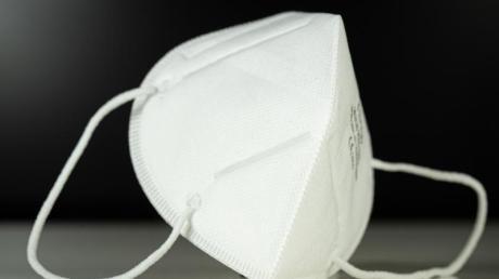 Masken zählen zu den Mitteln zur Bekämpfung der Corona-Pandemie. Flugblätter in Deiningen verharmlosen diese nun.