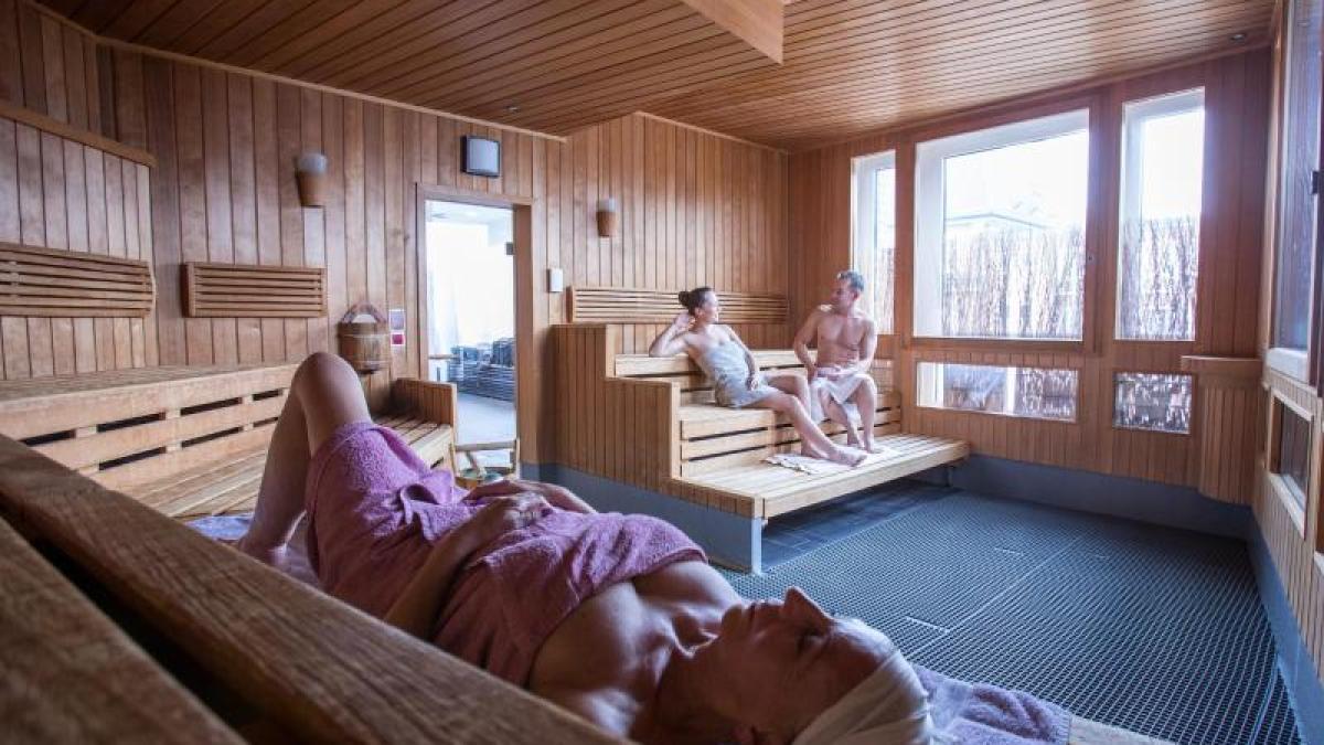 Bekanntschaft in der sauna