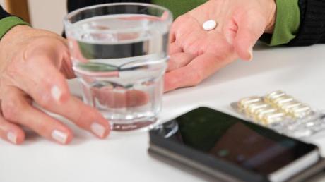 Spezielle Apps sollen dabei helfen, bei der Einnahme von Medikamenten den Überblick zu behalten.