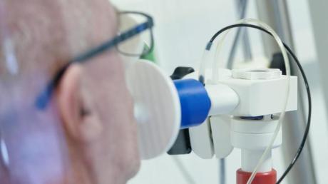 Für manche Covid-19-Patienten ist offen, ob sie je wieder ihre frühere Form erreichen werden. An der Augsburger Uniklinik entsteht nun ein Behandlungsangebot.