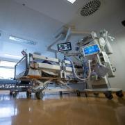 Auf der Intensivstation am Krankenhaus Aichach werden aktuell zwei Intensiv-Patienten behandelt. Die Inzidenz sinkt leicht.