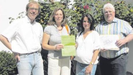Sie kämpfen gegen das GuD-Kraftwerk auf dem ehemaligen Fliegerhorst: die Bubesheimer Initiatoren des Bürgerentscheids (von links) Ulrich Hermann, Claudia Huber und Elke Göckelmann mit Rechtsbeistand Wolfgang Schubaur.