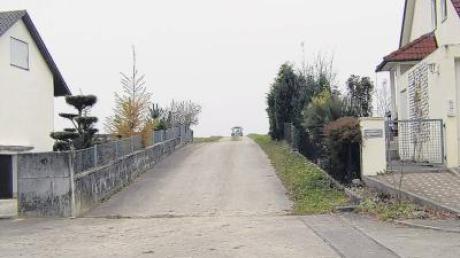 Gilt hier rechts vor links? Landensberger wollten in der Bürgerversammlung wissen, ob der hier in die Bachbergstraße einmündende Wege vorfahrtsberechtigte Ortsstraße oder untergeordnete Feldweg ist.