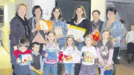 1500 Euro kamen beim Adventsbasar des Frauenbundes Landensberg/Glöttweng zusammen. Der Erlös geht an drei Projekte. Unter anderem freuen sich die Kindegartenkinder über Spielsachen im Wert von 500 Euro.