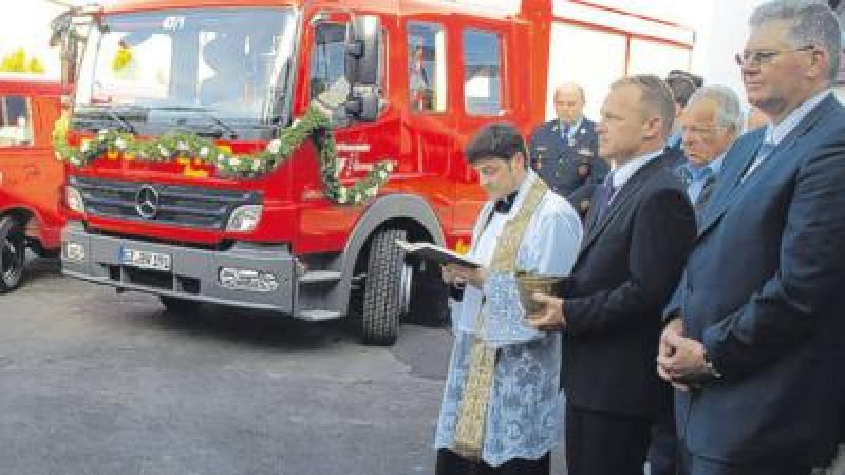Offingen: Feuerwehrhaus und Fahrzeug eingeweiht ...