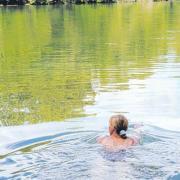 Am Weißinger See hat jemand ein Pärchen gefilmt.