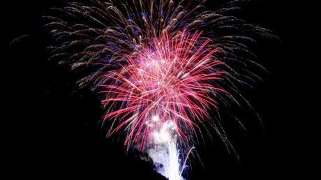 Feuerwerk über den Region: In der Silvesternacht kam es in Mittelschwaben offensichtlich zu keinen schlimmeren Zwischenfällen.