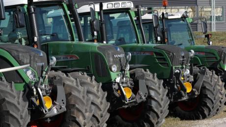 Traktoren sind nicht nur landwirtschaftliche Maschinen – für viele Brauchtumsveranstaltungen und Vereinsaktivitäten ist ihr Einsatz unerlässlich. Jetzt scheint die Frage geklärt, ob ihre Nutzung auch steuerfrei bleibt.