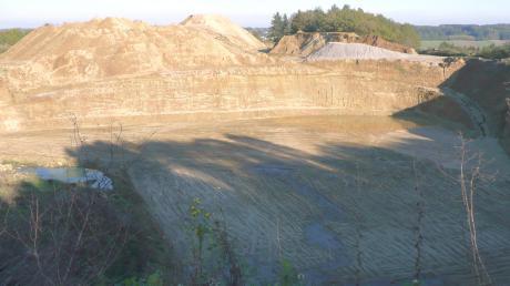 Wie geht Emersacker mit den Plänen zum Sandabbau um? In der Wettenhauser Sandgrube (Bild) wollten zwei Unternehmen mit Arsen und Cadmium belastetes Aushubmaterial von der ICE-Trasse Ulm-Stuttgart verfüllen. Der Gemeinderat Kammeltal hatte den Antrag abgelehnt.