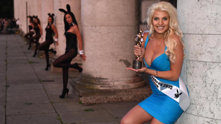 Promi Big Brother 2015 Playmate Sarah Nowak Zieht In Den Container