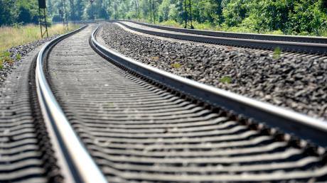 Die verschiedenen Trassenvarianten beim Bahnausbau der Strecke Augsburg-Ulm sorgt in Ichenhausen weiter für Diskussionen.