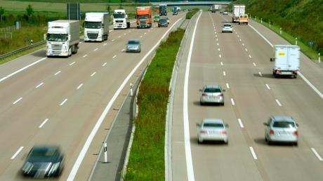 Die Polizei fordert tagsüber ein Tempolimit von 120 Kilometern pro Stunde auf der A8 - weil es dort immer wieder zu Unfällen kommt.