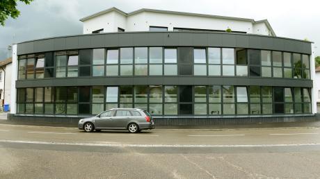 Im neuen Bürgerzentrum in Bühl ist seit Mitte Februar 2016 auch das Rathaus der 5000 Einwohner großen Gemeinde Bibertal untergebracht.