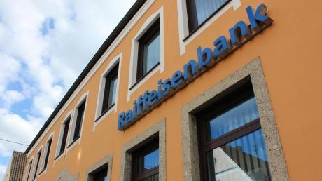 Die Hauptstelle der Raiffeisenbank Jettingen-Scheppach.