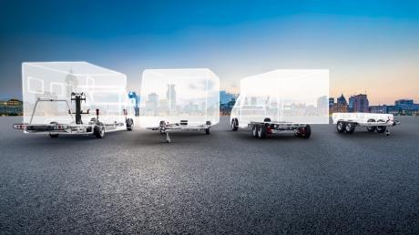 Alko Fahrzeugtechnik liefert den Unterbau und weitere Komponenten für (von links) Reisemobile, Caravans (Wohnwagen), Nutzfahrzeuge und Nutzanhänger.