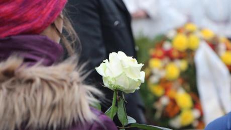 Würdevoll verabschiedete sich die Gemeinde Ottmaring von Adalbert Brandmair. In der vergangenen Woche war der Seelsorger des Bezirkskrankenhauses Günzburg unerwartet verstorben.