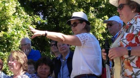 Stadtrundgänge in Günzburg erfreuen sich starker Nachfrage,wie hier im Bild mit Stadtführerin Christine Gorzitze.
