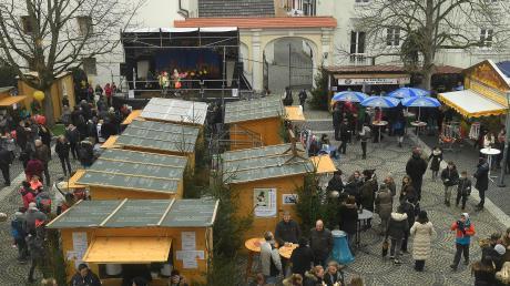 In der Günzburger Innenstadt findet der Weihnachtsmarkt Altstadtweihnacht Günzburg statt.