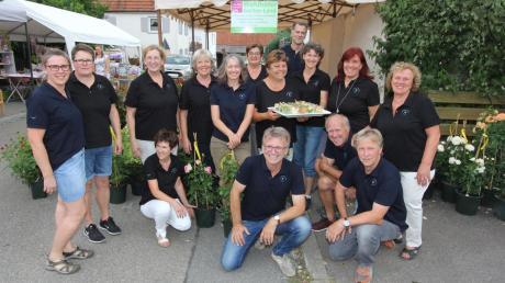 Das Dorfladen-Team hat nach einem Jahr Pause wieder eine von mehr als 1000 Gästen besuchte Rosennacht in Ettenbeuren veranstaltet.