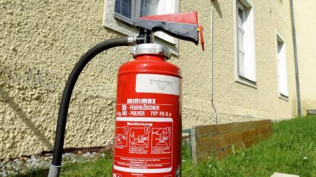 Feuerlöscher sind wichtig. Auch in Fahrzeugen.