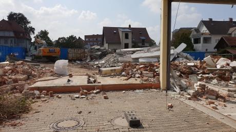 Der Abriss der Günzburger Feuerwache geht voran – derzeit ist die Wehr in Containern untergebracht, bis Anfang 2021 das neue Gebäude steht. Die Stadt investiert gut neun Millionen Euro in den Neubau. Für die Ausstattung hat die Feuerwehr nun ein Spendenprojekt gestartet.
