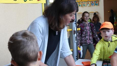 Lehrerin Hedwig Gensbaur hat an der Grundschule Röfingen ein Projekt initiiert, bei dem Schüler dafür belohnt werden, zu Fuß zu kommen.