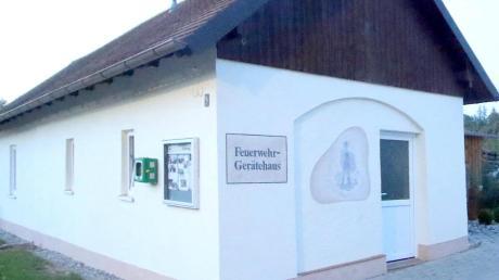 Das jetzige Feuerwehrhaus im Ortsteil Glöttweng wird durch einen Neubau ersetzt.
