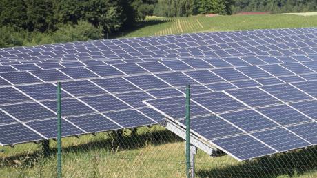 Eine Freifläche für Fotovoltaikanlagen war im Gemeinderat umstritten.