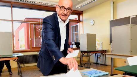 Gestern Nachmittag gab der Landtagsabgeordnete und Direktkandidat der CSU, Alfred Sauter, seine Stimmen in Ichenhausen ab.